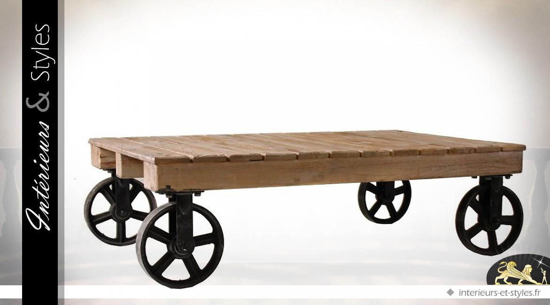 Table basse bois et métal de style indus sur roues