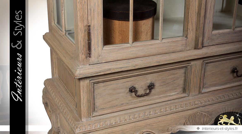 Vitrine de style Louis XV en bois massif finition chêne oxydé et blanchi