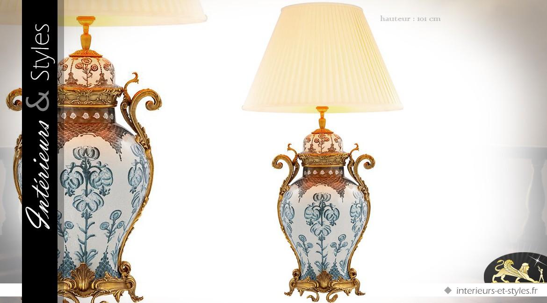 Grande lampe en céramique fine bleue et blanche et laiton doré