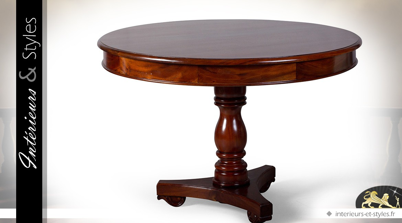 Table ronde de style rustique et massif en acajou en forme de grand guéridon