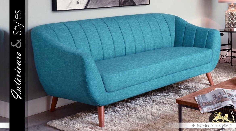 Canapé de style scandinave en tissu coloris bleu tiffany