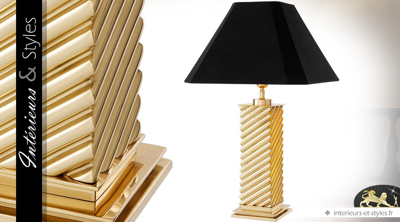 Lampe de salon design en laiton doré poli avec abat-jour noir