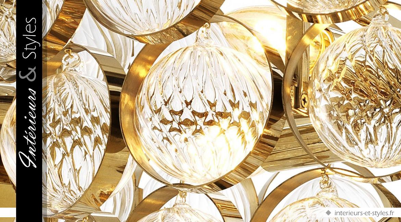 Lustre design Opera signé Eichholtz, en laiton finition dorée et verre transparent