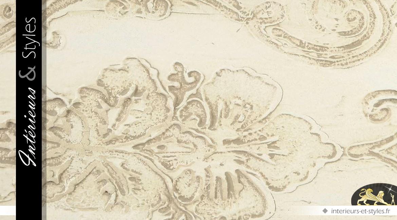 Console romantique en demi-lune blanc vieilli et bas-reliefs