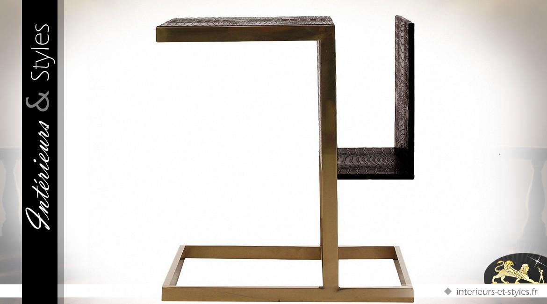 Table d'appoint porte-revues en métal doré et similicuir noir