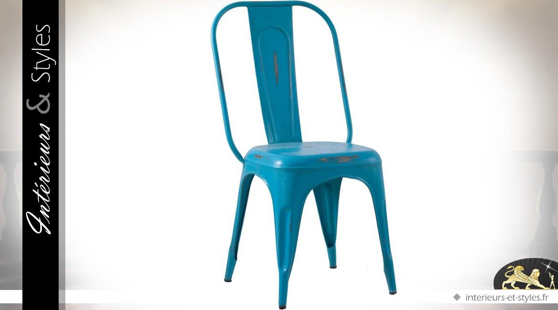 Chaise en tôle bleu céleste antique style indus et vintage