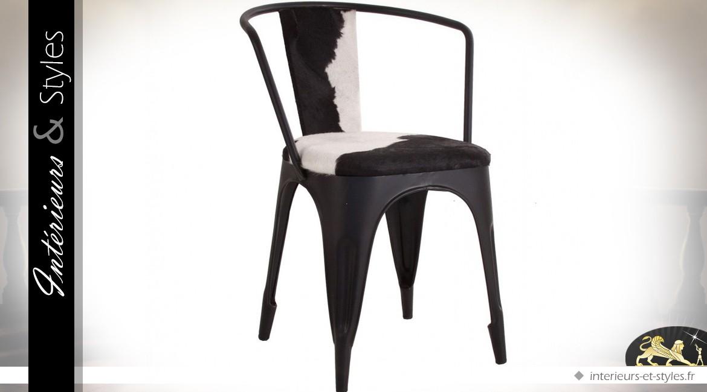Chaise En Metal Noire Vintage Et Indus Avec Fourrure Blanche