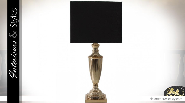 lampe de salon coupe en laiton dor et abat jour carr noir int rieurs styles. Black Bedroom Furniture Sets. Home Design Ideas