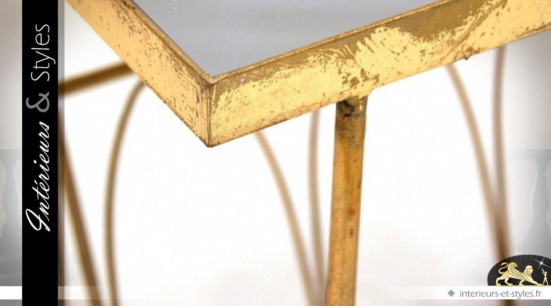 Table basse auxiliaire porte-revues en métal doré vieilli