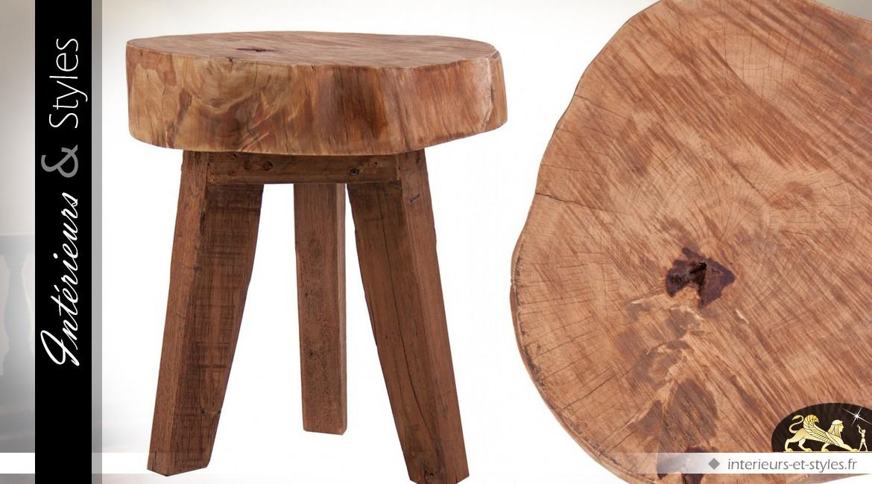petit tabouret trois pieds en bois massif int rieurs. Black Bedroom Furniture Sets. Home Design Ideas