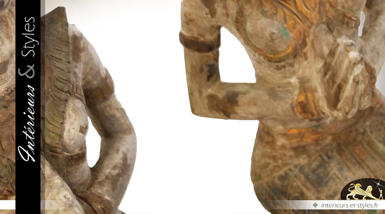 Sculpture en acacia massif : balinaise priant à genoux 48 cm