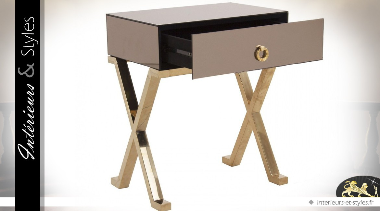 table de chevet design en miroir et m tal dor. Black Bedroom Furniture Sets. Home Design Ideas