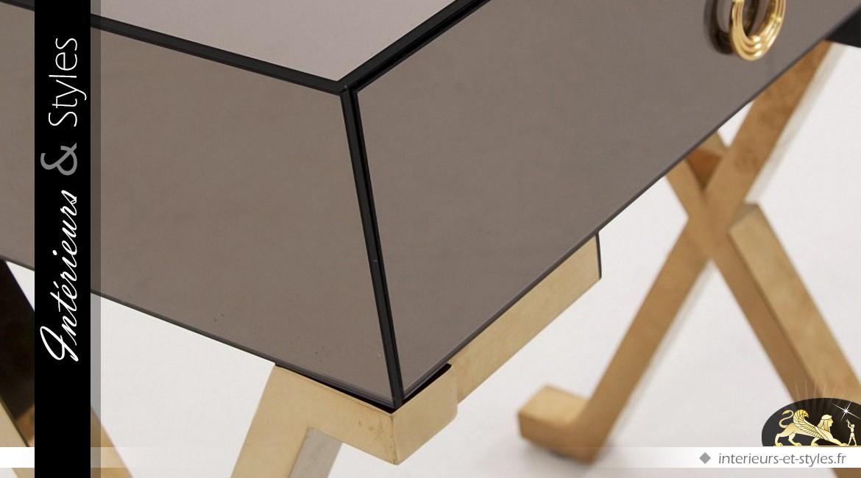 Table de chevet design en miroir et métal doré