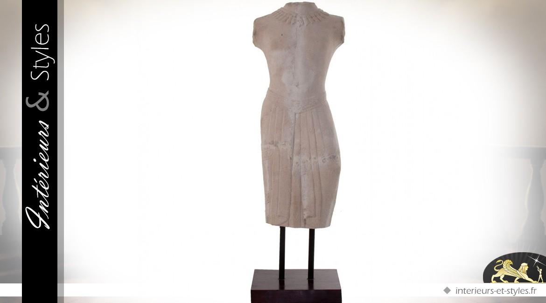 Scultpure sur pierre en forme de buste féminin 132 cm