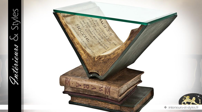 Bout de canapé original en forme de livres anciens