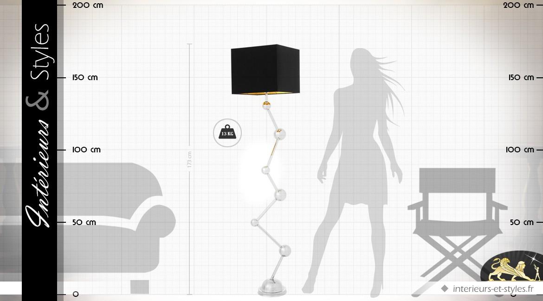 Lampadaire design argenté avec abat-jour noir rectangulaire