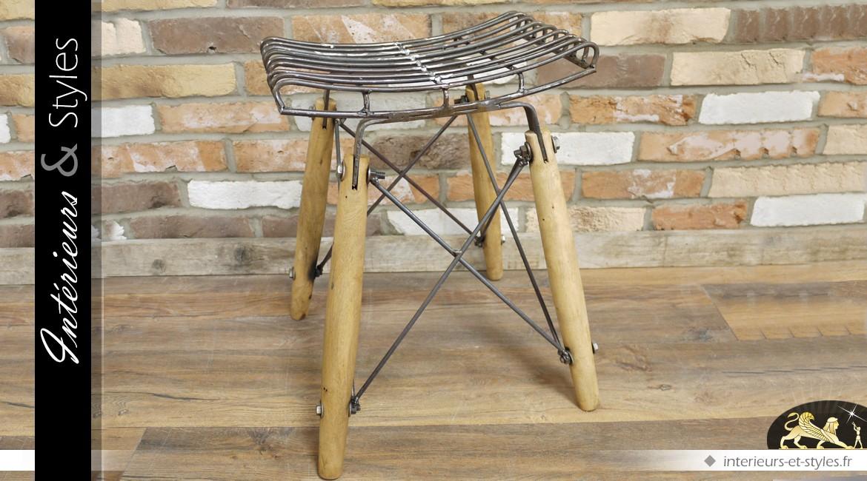 Tabouret bas en bois et métal style industriel et vintage