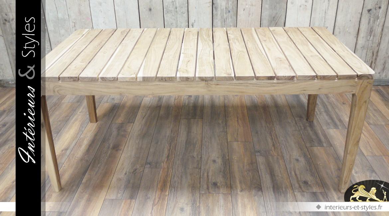 Table de style rustique avec plateau à planches non jointives
