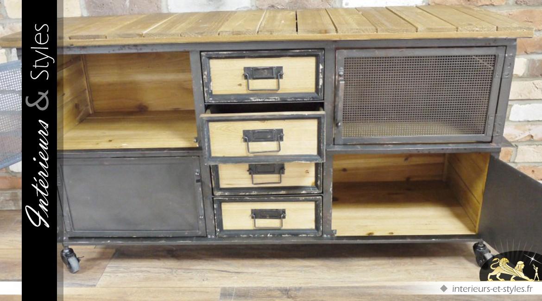 Buffet de style industriel en bois et en métal