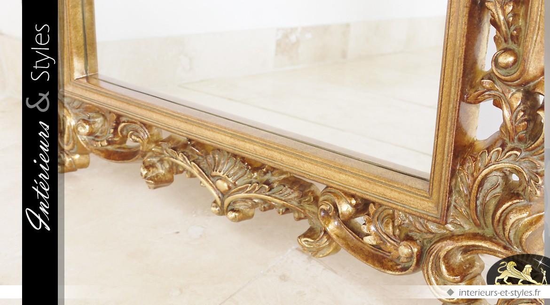 Miroir mural de style baroque avec patine vieux doré