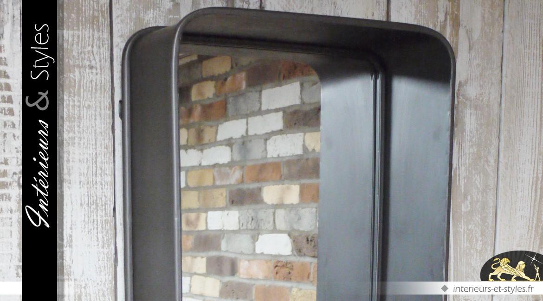 Miroir mural de style industriel en métal avec tiroir