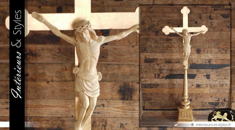 Très grand crucifix en bois et résine finition dorée 186 cm