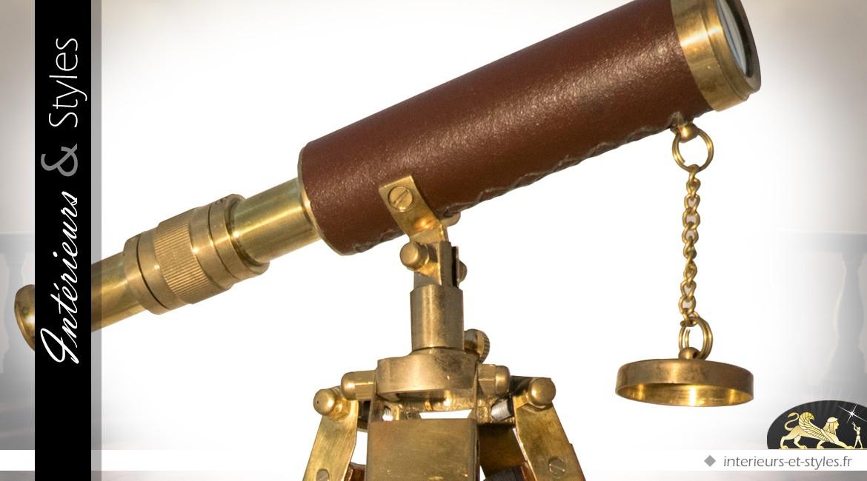 Longue-vue ancienne sur trépied en bois, cuir et laiton doré (40 cm)