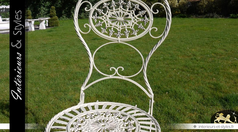Grand salon de jardin ovale avec six chaises | Intérieurs ...