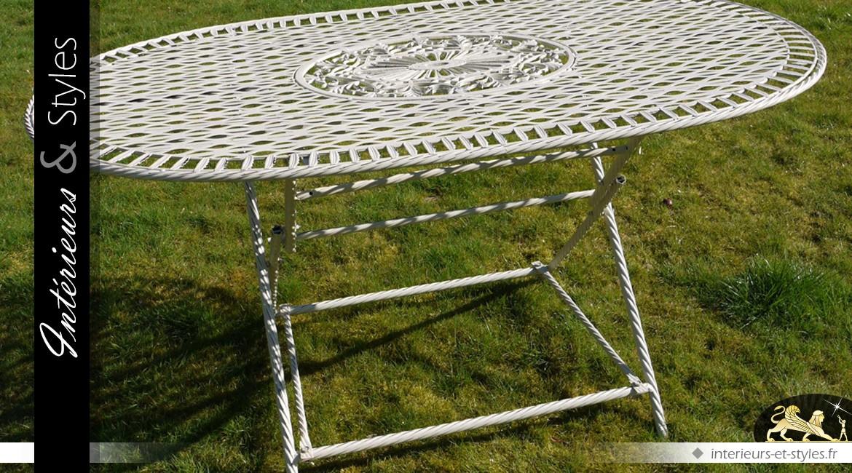 Grand salon de jardin ovale avec six chaises