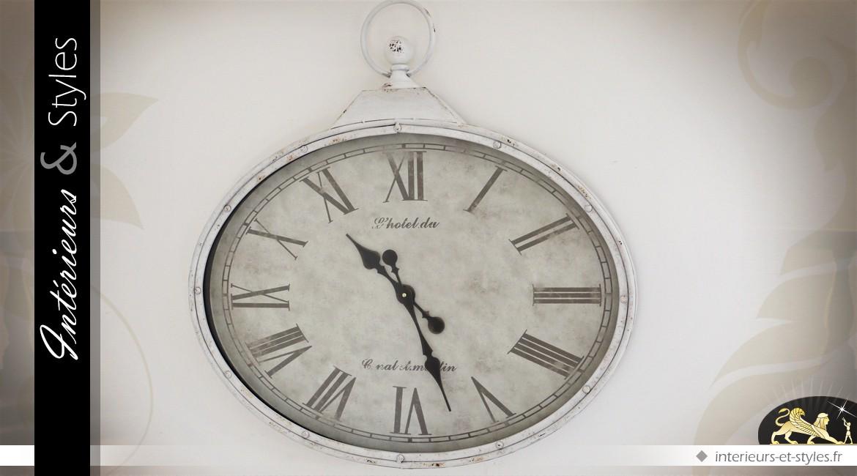 Grande horloge murale en m tal ovale coloris blanc antique 80 cm int rieurs styles for Horloge murale grande dimension