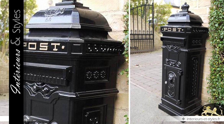 Grande Boîte Aux Lettres Noire En Colonne De Style Anglais