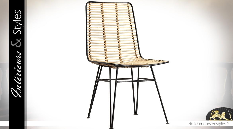 Chaise de style contemporain en rotin clair et métal laqué noir