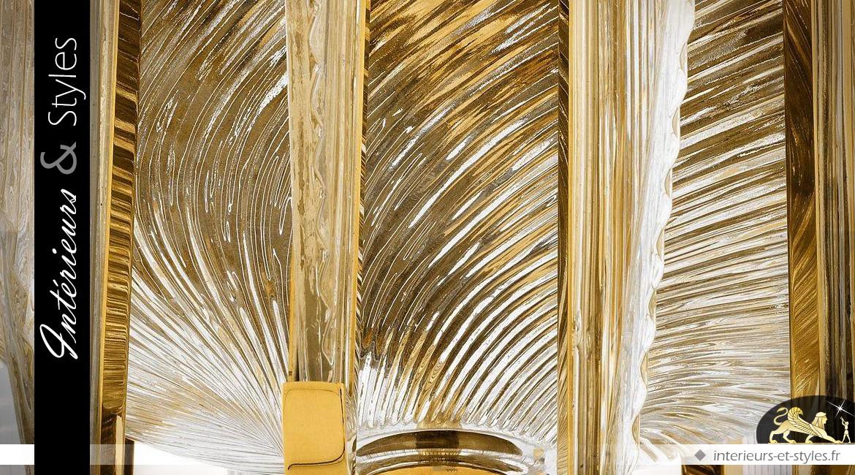 Lustre Art Déco finition or brillant et ailettes effilées en verre cannelé 85 cm