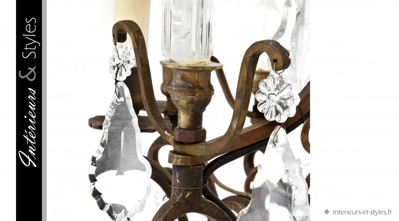 Lustre Château de Biron signé Eichholtz, en laiton finition ancien et verre ciselé