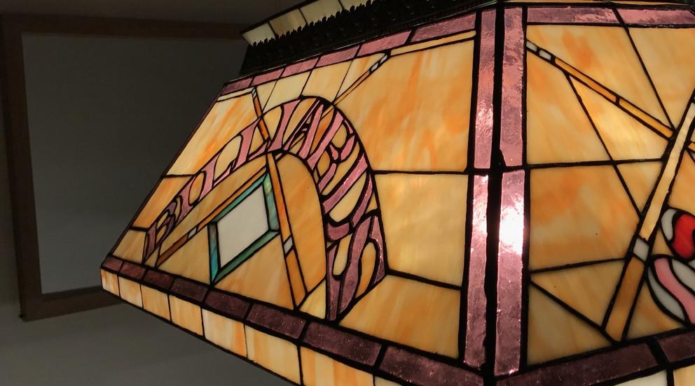 Grande lampe de billard en verre et métal, modèle Echec et Mat, 67cm de longueur finale