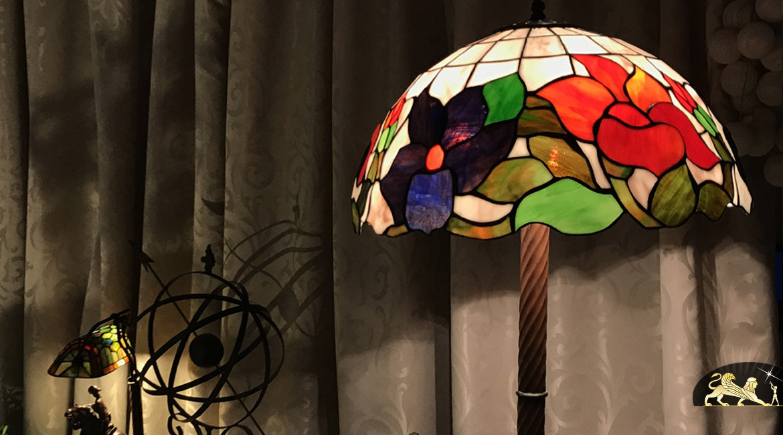 Grand lampadaire Tiffany : Hautes voltiges - 164cm / Ø51cm
