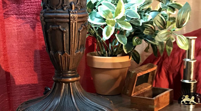 Lampe de prestige Tiffany : Le trésor caché - Ø40cm