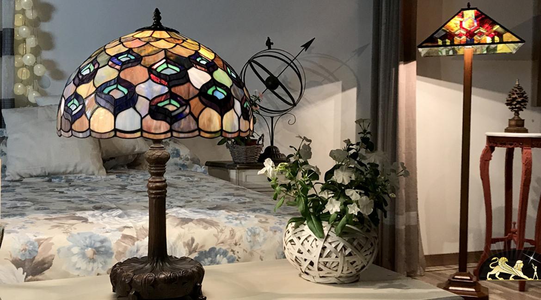 Belle lampe de salon Tiffany : Parade du Paon - Ø41cm