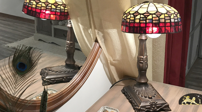 Lampe de chevet Tiffany : La Belle Marie - Ø30cm