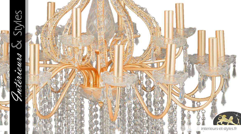 Lustre à pampilles Marie-Thérèse de Ø85cm / 18 feux, en métal doré vieux bronze et verre ciselé transparent