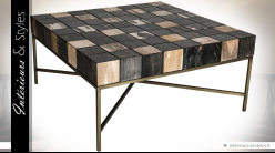 Table basse design en bois pétrifié laminé effet damier sur structure métal