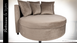 Canapé circulaire en velours chataîgne avec 5 coussins assortis
