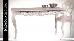 Table de salle à manger sculptée en acajou massif patine ivoire