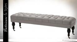 Bout de lit style classique tissu gris argenté satiné capitonné