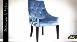 Fauteuil rétro chic velours bleu et tissu fleuri