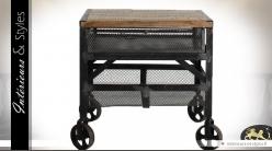 Bout de canapé industriel bois et métal sur roulettes
