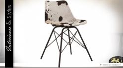Chaise vintage design Earnes tapissée fourrure tachetée