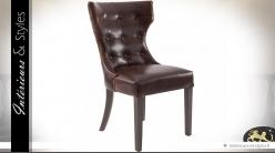 Chaise vintage à dossier capitonné enveloppant cuir brun foncé