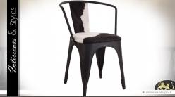 Chaise en métal noire vintage et indus avec fourrure noire et blanche