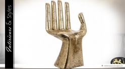 Chaise fauteuil sculpté en forme de grande main dorée